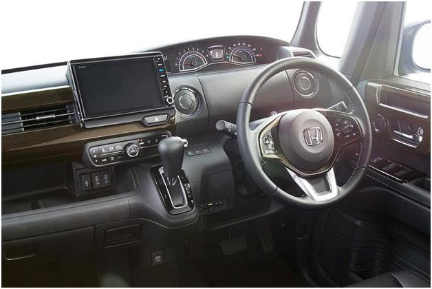 Новый N-Box II поколения: эргономичная организация места водителя